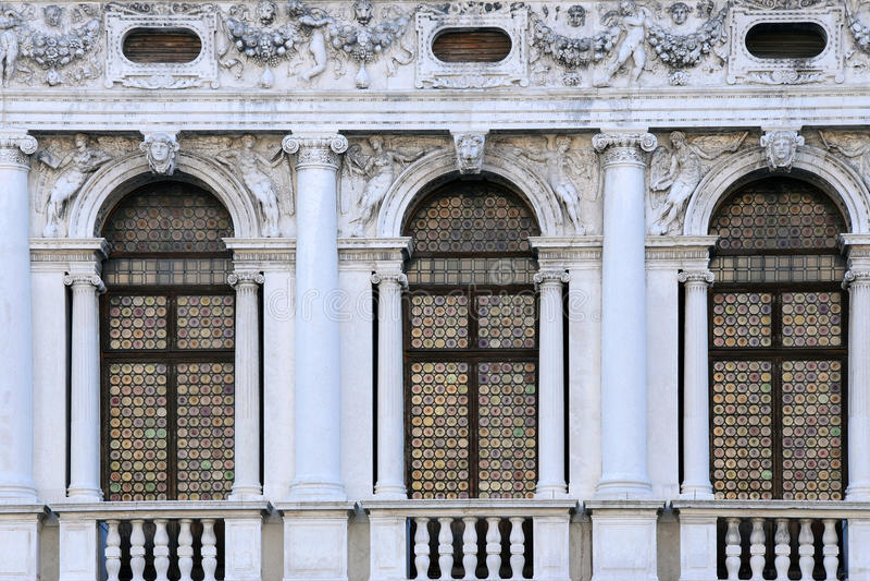 Windows de la biblioteca nacional de St Mark foto de archivo