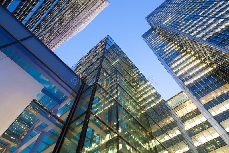 Windows de la oficina de negocios del rascacielos, edificio corporativo en Londres foto de archivo libre de regalías