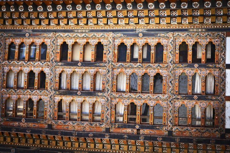 Windows de Lhuentse Dzong au Bhutan - en Asie orientaux images libres de droits