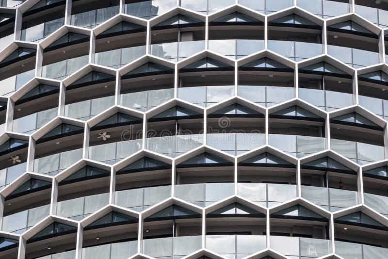 Windows de um bloco de escritório moderno foto de stock royalty free
