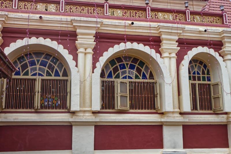 Windows de um templo hindu foto de stock
