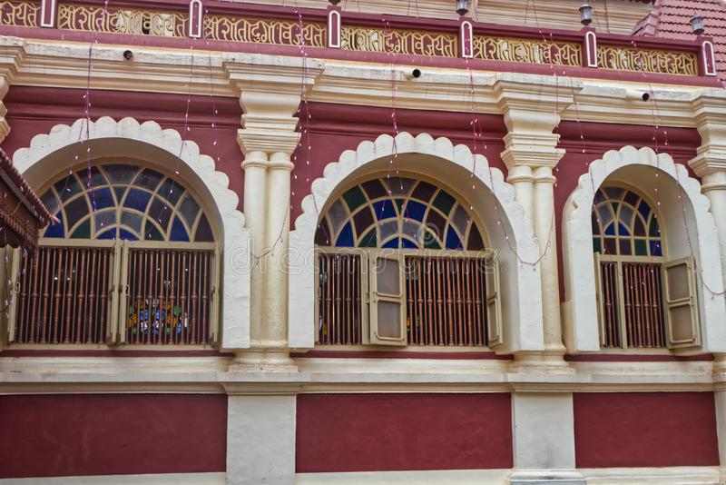 Windows de un templo hindú foto de archivo