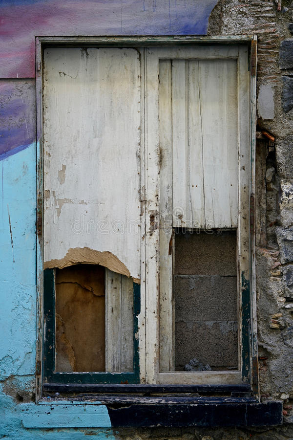 Windows de una ruina fotos de archivo libres de regalías