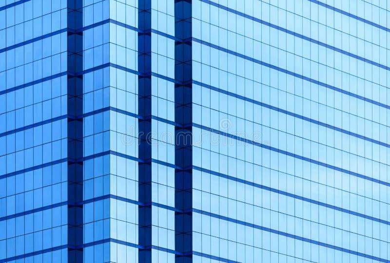 Windows del edificio del negocio con mucho espejo con la reflexión imagen de archivo libre de regalías