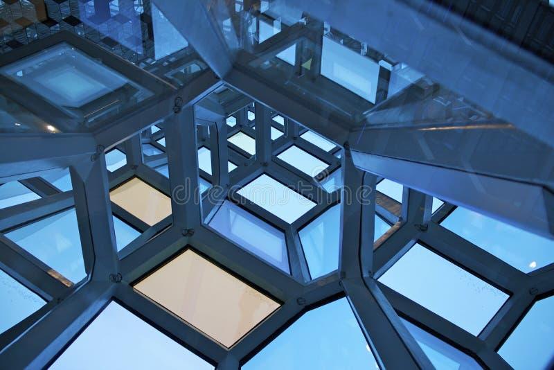 Windows an der Oper in Reykjavik stockbilder