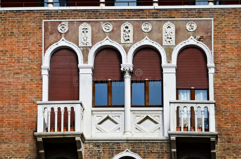 Windows der Venedig-Serie stockbilder