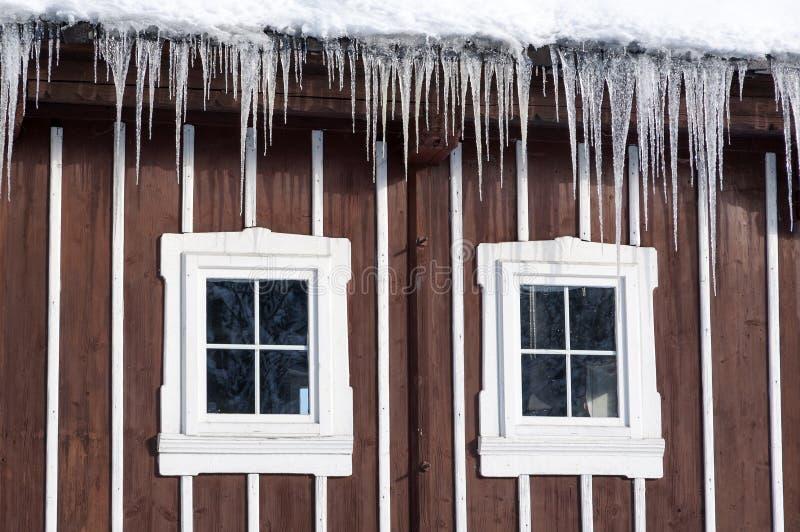 Windows des Holzhauses stockbild