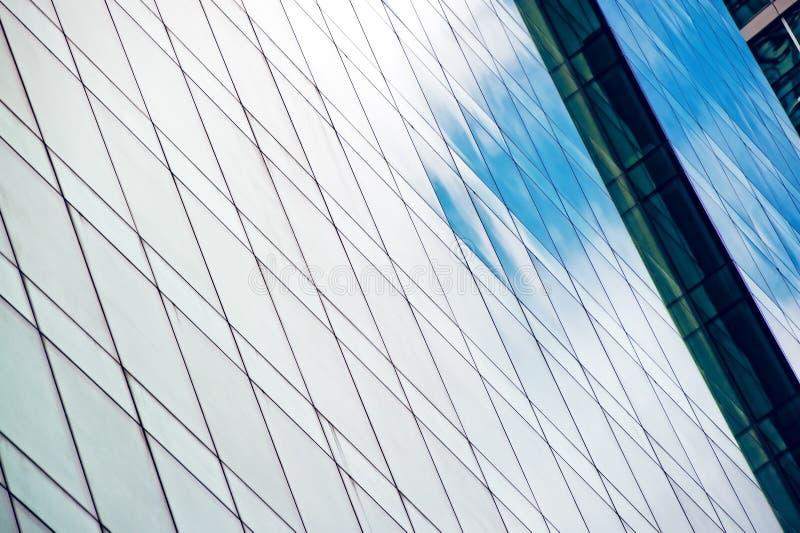 Windows des modernen Bürohauses stockfoto