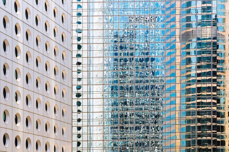 Windows dos prédios de escritórios fotos de stock
