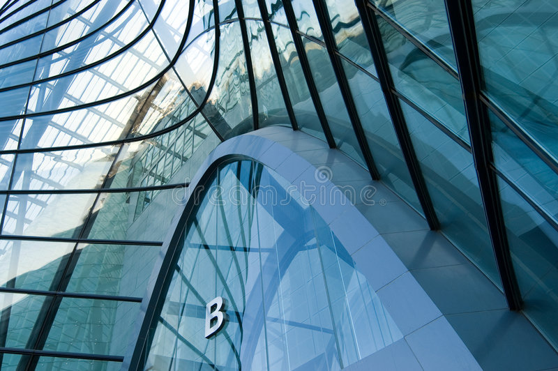 Download Windows Durch Modernes Gebäude Stockfoto - Bild von undurchlässig, legierung: 9084248