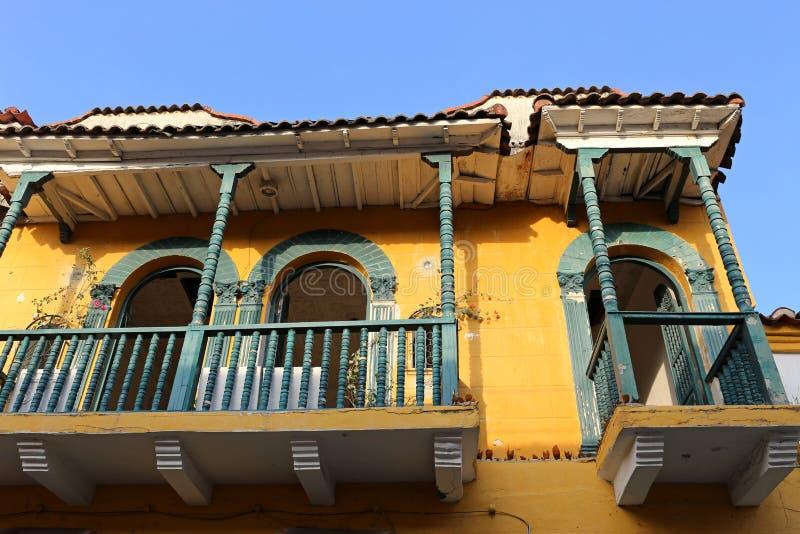 Windows e balcone a Cartagine, Colombia fotografie stock libere da diritti
