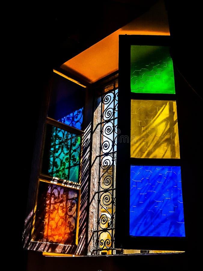 Windows em cores típicas de Marrocos fotos de stock royalty free