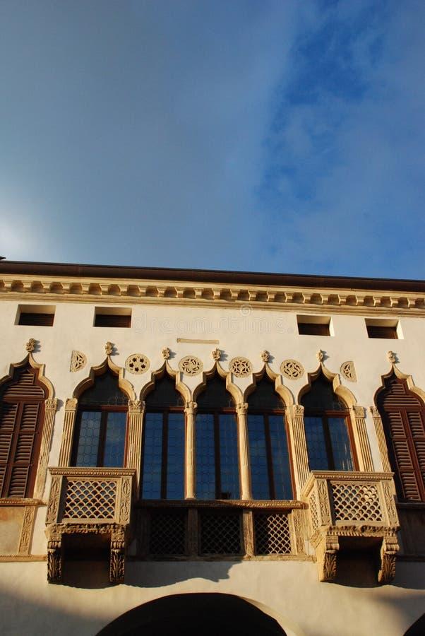 Windows em Montagnana   foto de stock royalty free