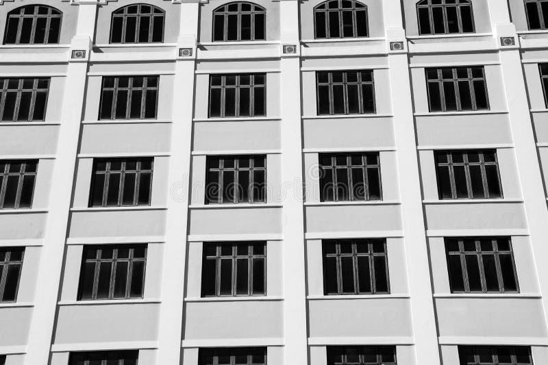 Windows en fondo beige de la pared en San Juan, Puerto Rico fotos de archivo libres de regalías