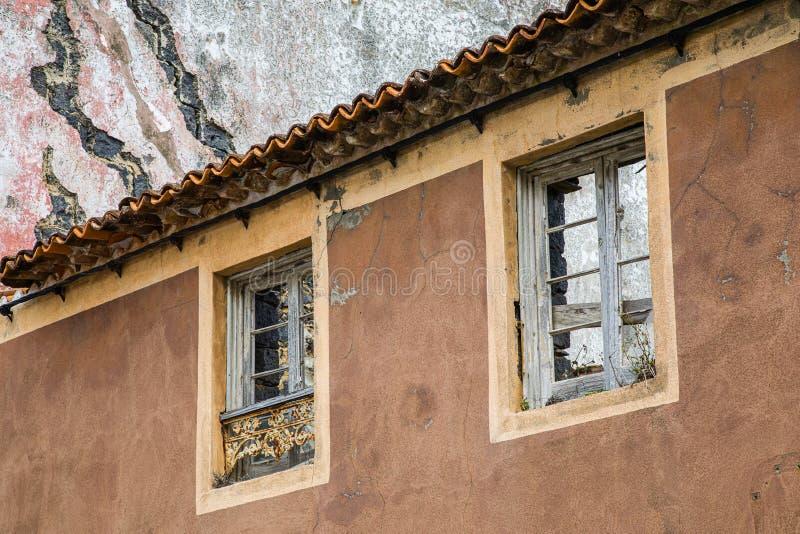 Windows en la ciudad de Maia en el sao Miguel Island, archipiélago de Azores imagen de archivo