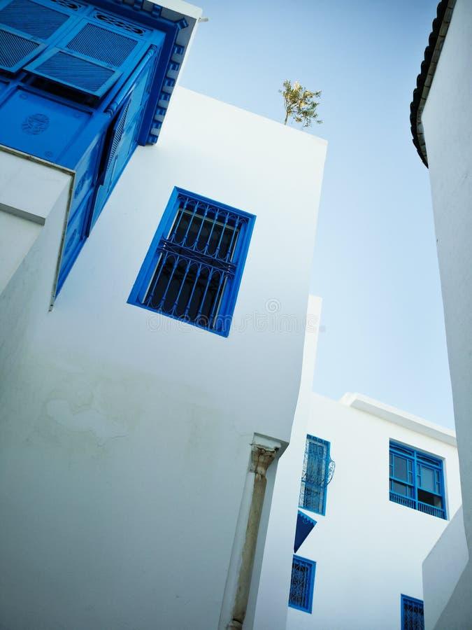 Windows en Sidi Bou dicho foto de archivo
