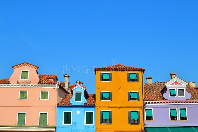 Windows engraçado alinhado em Veneza fotografia de stock