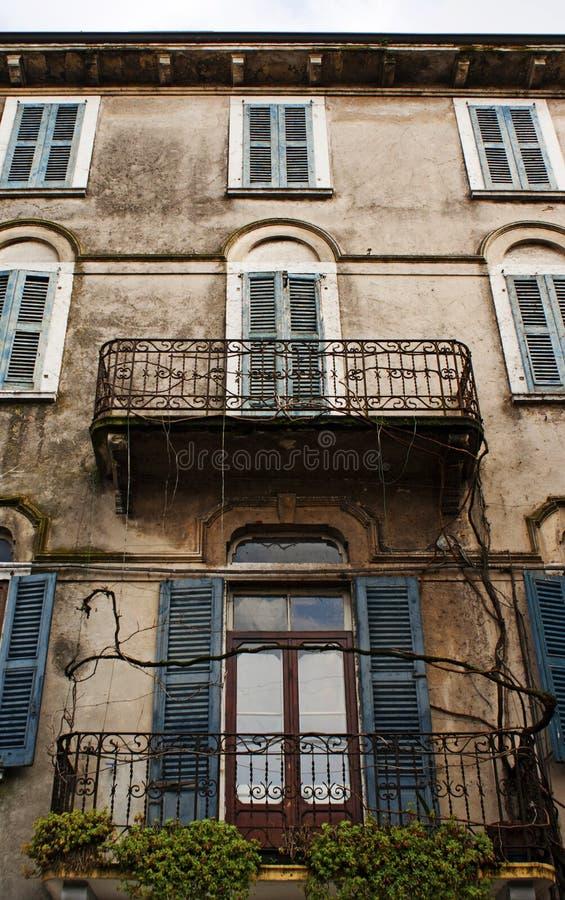 Download Windows et balcons, Italie photo stock. Image du italien - 76088414