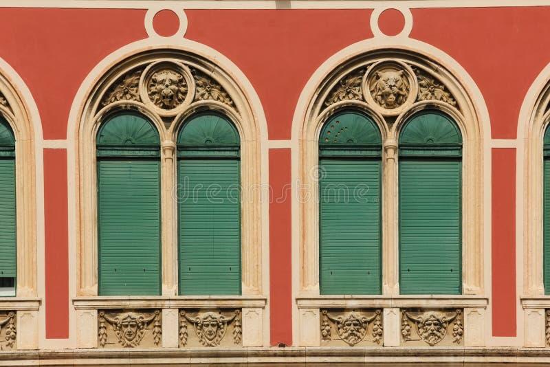 Windows fachada Cuadrado de la república fractura Croacia fotografía de archivo