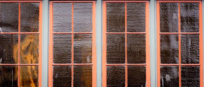Windows horizontal em um ajuste da cidade imagem de stock