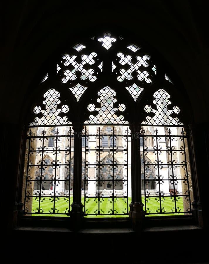 Windows i den Westminster abbotskloster, England royaltyfri bild