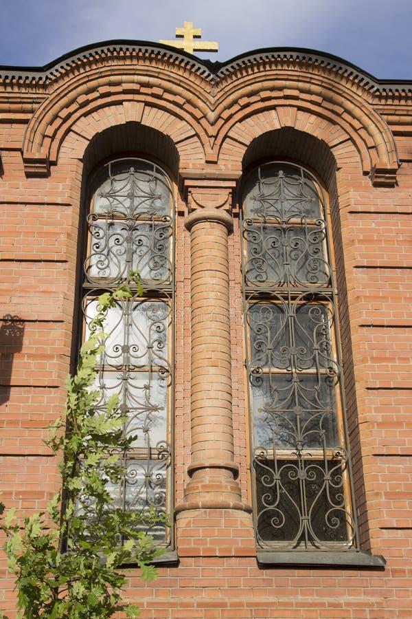 Windows, la arquitectura de Alexander Nevsky Cathedral Catedral ortodoxa en el estilo neo-bizantino, construido en 1899 en el nom foto de archivo