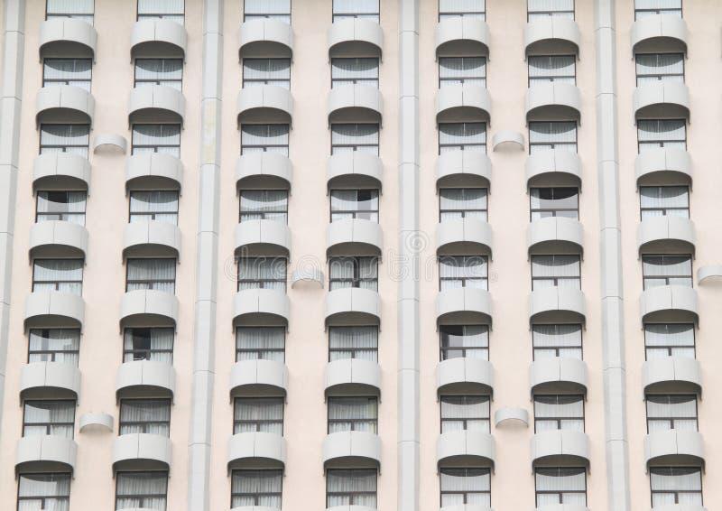 Windows mit Balkonen stockbilder