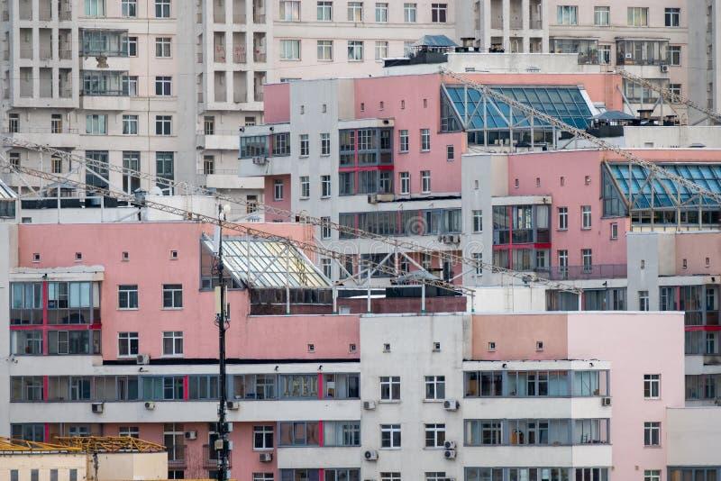 Windows na fasadzie nowożytny budynek fotografia royalty free