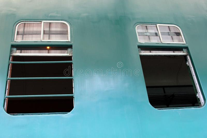 Windows no trem bonde diesel do motor nenhum 51 foto de stock royalty free