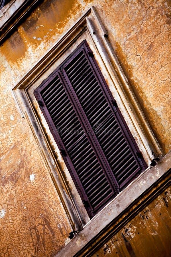 Free Windows Of Rome City Stock Photography - 6729042
