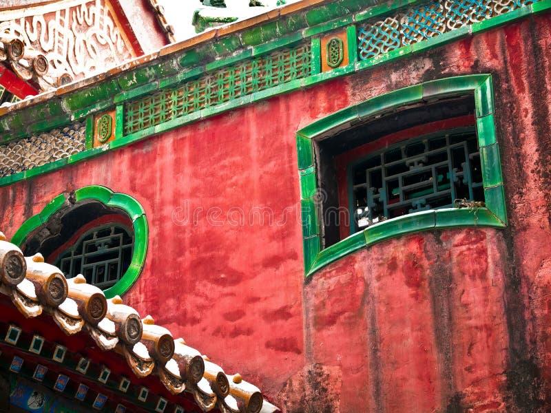 Windows ornamentale nel complesso interno del palazzo della Città proibita immagini stock