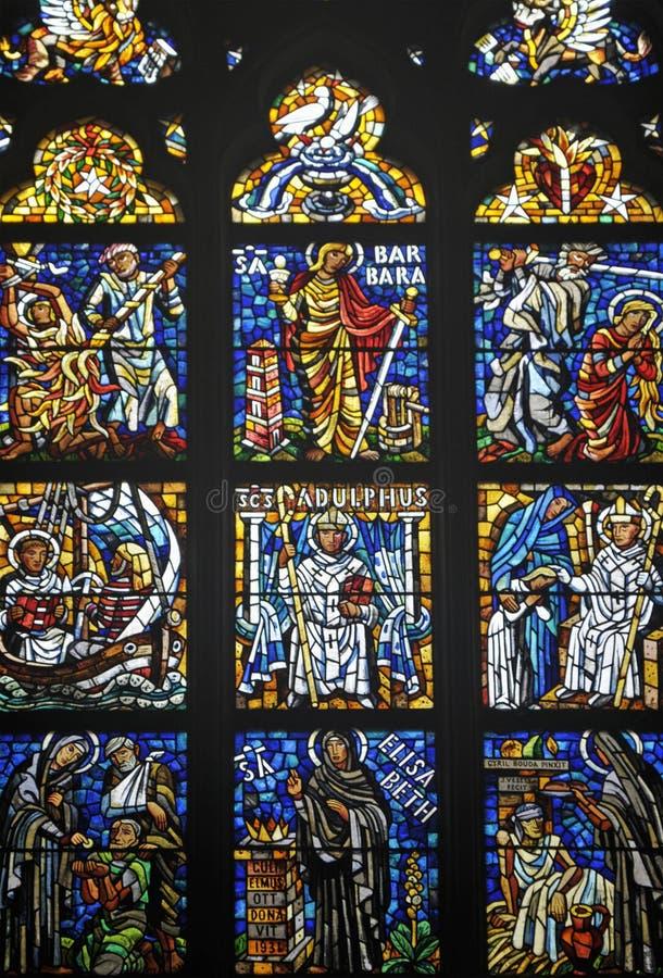 Windows in st Vitus Cathedral, Praga immagini stock