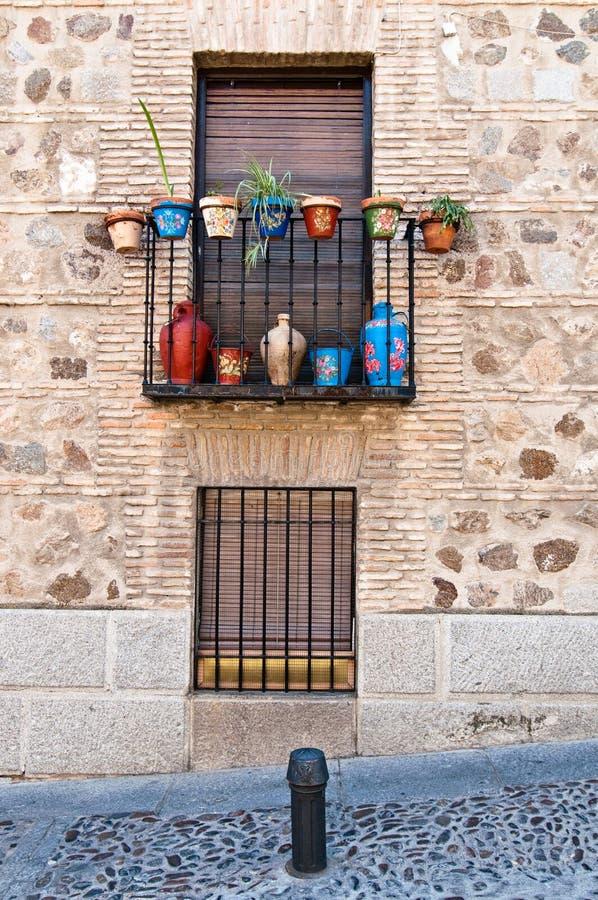 Windows su una via a Toledo, Spagna fotografia stock libera da diritti