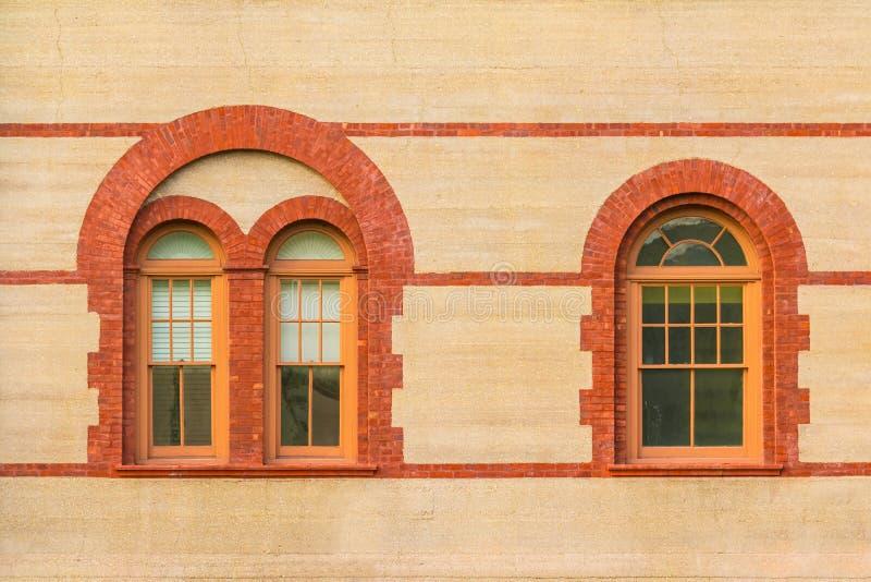 Windows sulla facciata dell'istituto universitario di Flagler, U.S.A. fotografie stock libere da diritti