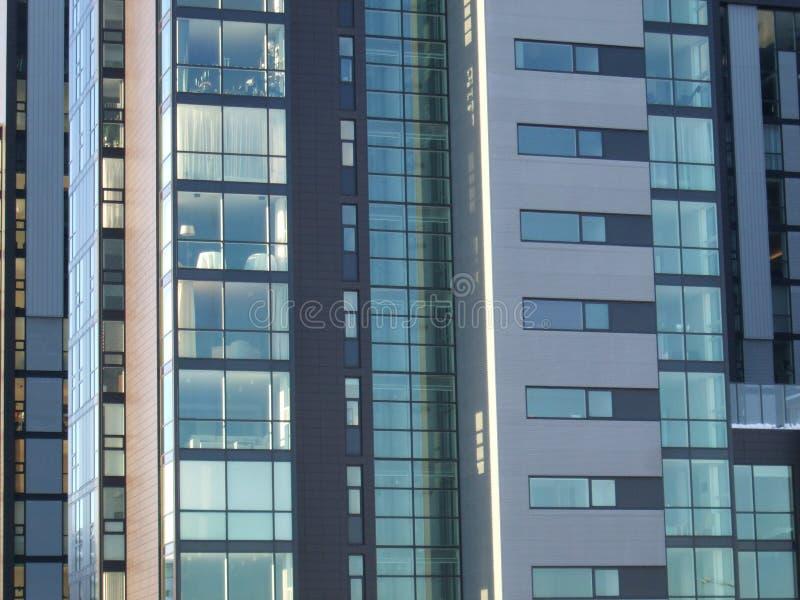 Windows ufficio moderno di Reykjavik, Islanda fotografie stock