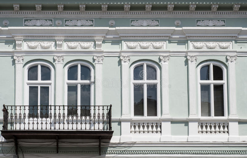 Windows und Balkon stockfotografie