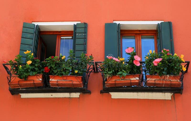 Windows in Venedig, Italien lizenzfreie stockbilder