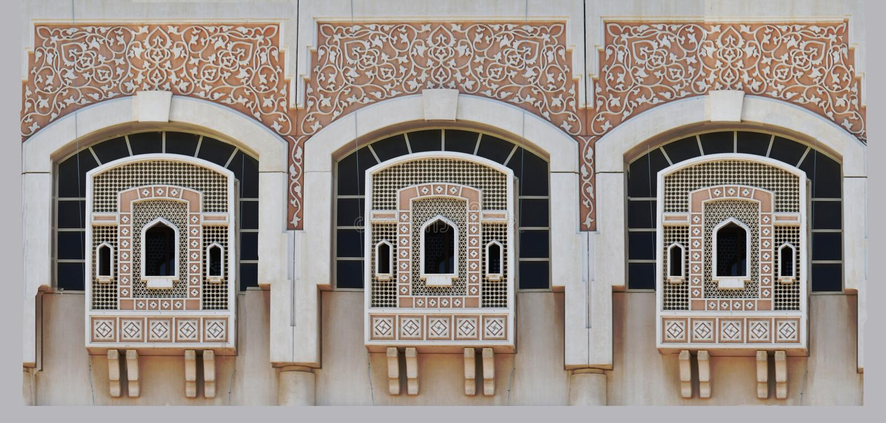 Windows w Sharjah z tradycyjną Islamską dekoracją obrazy stock