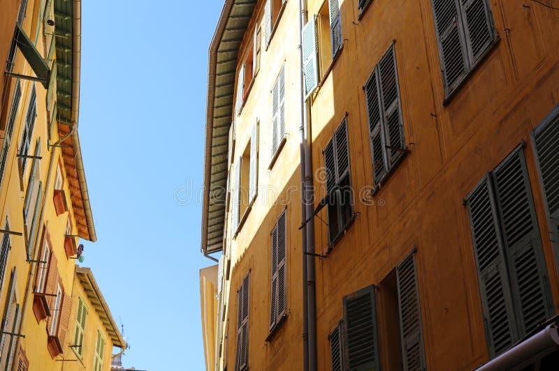 Windows w ulicach Ładny Francuski Riviera, śródziemnomorski wybrzeże, święty, Cannes i Monaco, Błękitne wody i luksusu jachty zdjęcia stock