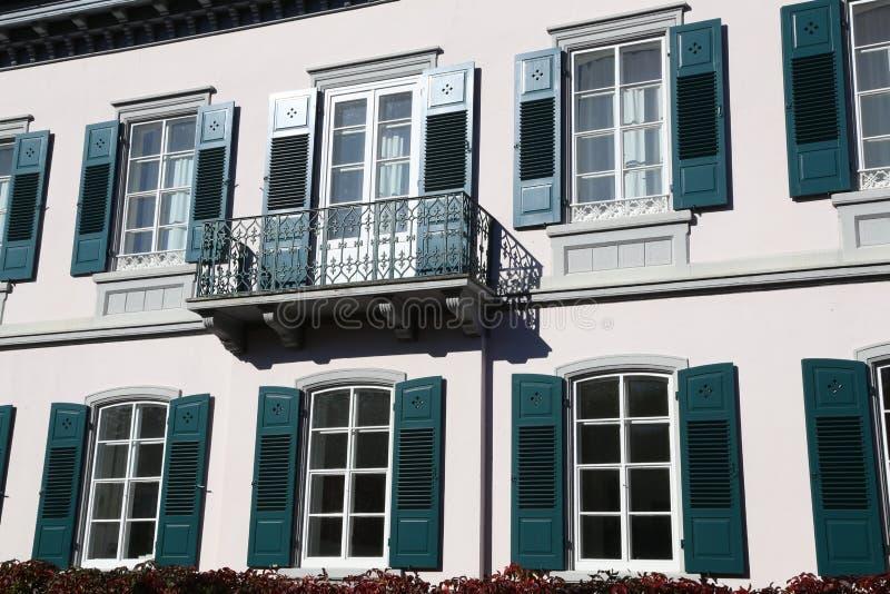 Windows y balcones imágenes de archivo libres de regalías