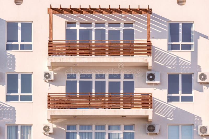 Windows y balcones fotos de archivo