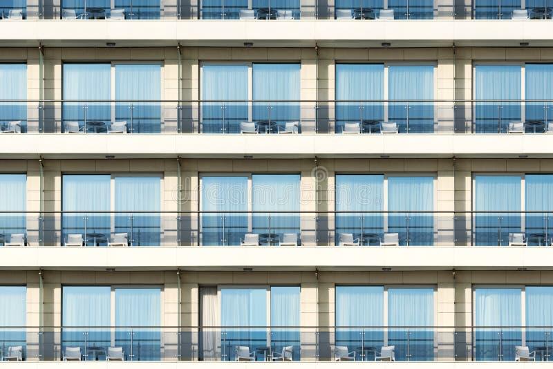 Windows y balcones del hotel fotografía de archivo libre de regalías