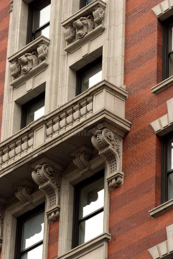 Windows y balcones, distrito Manhattan de la moda imagen de archivo