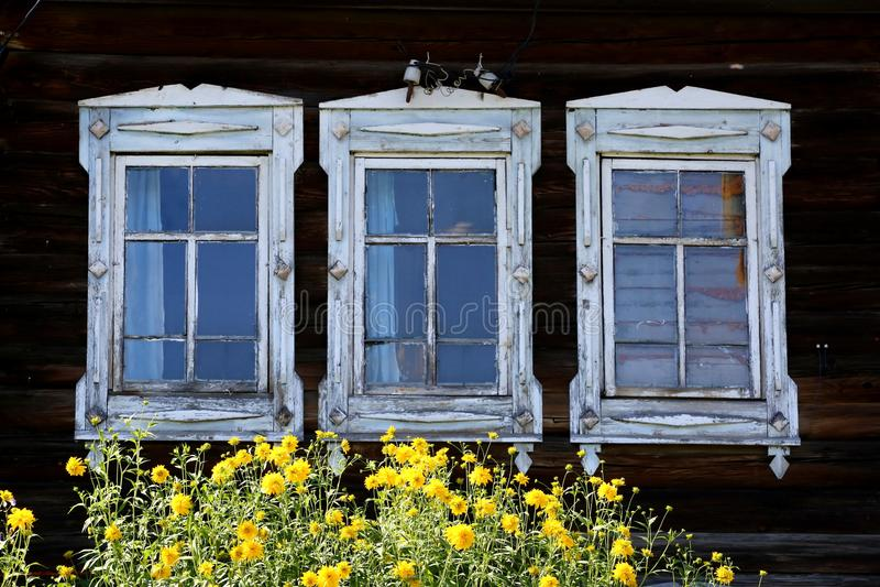 Windows y flores fotos de archivo libres de regalías