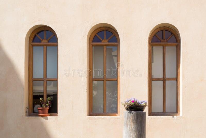 Windows y flores fotografía de archivo libre de regalías