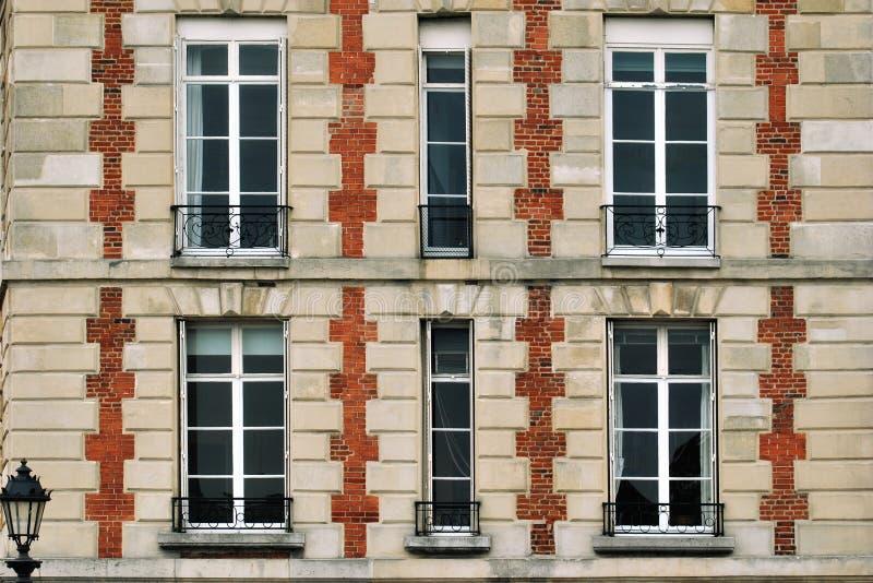 Windows z balkonami fotografia stock