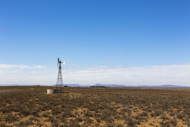 Windpump στο Karoo στοκ φωτογραφία