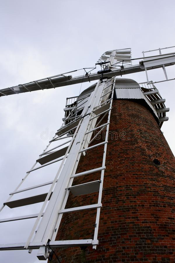 Windpump de caballo, Norfolk, Inglaterra imagenes de archivo