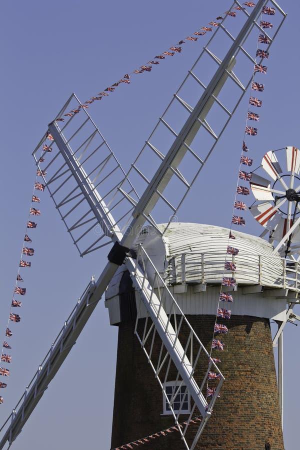 Windpump på den Norfolk sjödistrikt i Norfolk UK arkivbilder