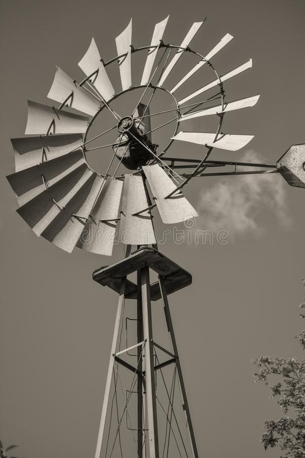 Windpump velho no parque estadual do pico de Lapham em Delafield Wisconsin foto de stock royalty free
